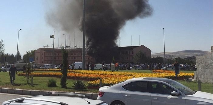 Elazığ'da bombalı saldırı: 3 polis hayatını kaybetti 100'ü aşkın yaralı var