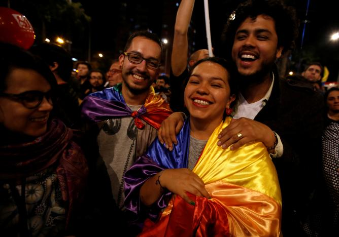 Küba'da imzalanan anlaşma sonrası Kolombiya, Bogota sokaklarında halk barışı kutladı. Fotoğraf: Reuters
