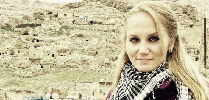Sanatçı Pınar Aydınlar'a polise hakaret iddiasıyla 14 ay hapis cezası