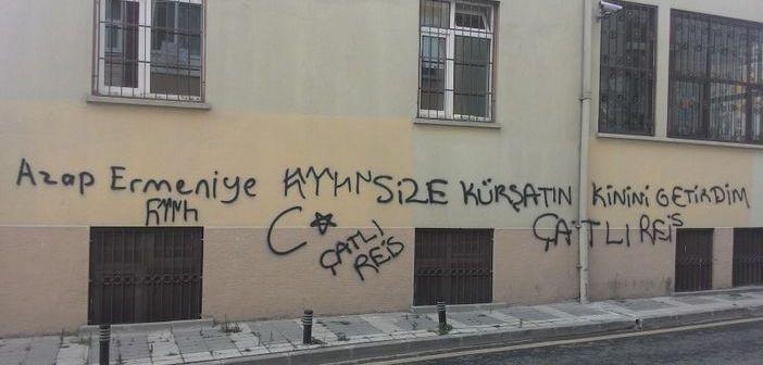 Tıbrevank'ın duvarına ırkçı yazı