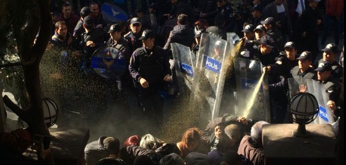 Police attacks people protesting detention of HDP MPs
