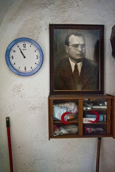 Hagop Benli'nin dayısı Aram Haşimyan'ın portresi, hergün gelen geçene bakıyor.