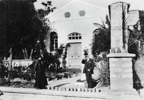 1889'da yetimhanenin bahçesinde inşa edilmiş olan Surp Asdvadzadzin Şapeli. Boğaz Köprüsü'nün çevre yolları bağlantısı gerekçe gösterilerek, 1969 yılında alınan istimlak kararı sonucunda, yetimhane binası, Surp Asdvadzadzin Şapeli ve Surp Istepanos Kilisesi, 1972 yılında yıkılmıştır.