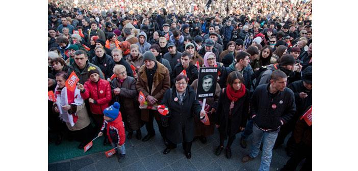 Gürcistan'da dava açılan TV kanalından ekran karartma protestosu
