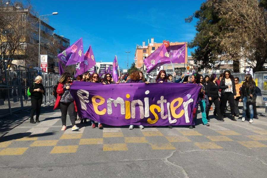 5 Mart'ta Bakırköy'de düzenlenen mitinge pek çok kadın örgütü katıldı.