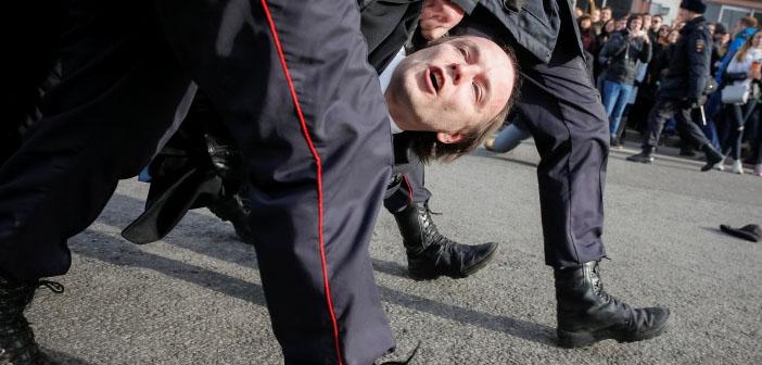 Rusya'da muhalif siyasetçi ve yüzlerce eylemci gözaltında