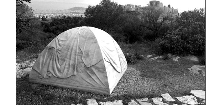 Atina'daki Documenta eleştirilerle başladı