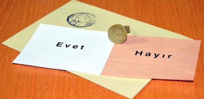 "Historic referendum in Turkey: narrow win for ""yes"""