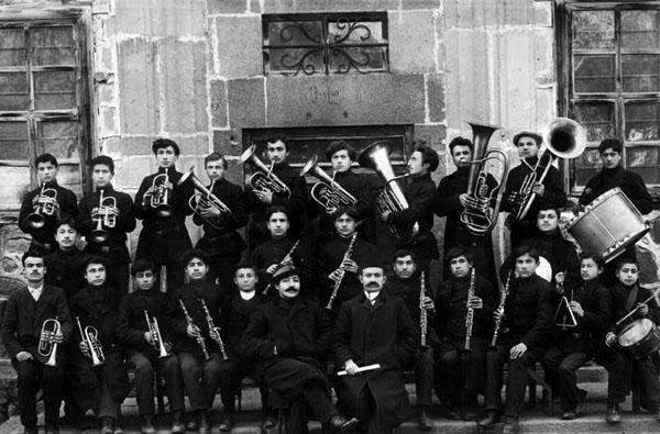 Sanasaryan Okulu Müzik Kulübü öğrencileri