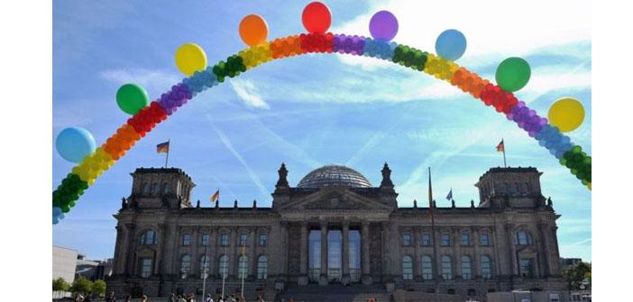 Almanya'da eşcinsel evlilik yasası kabul edildi