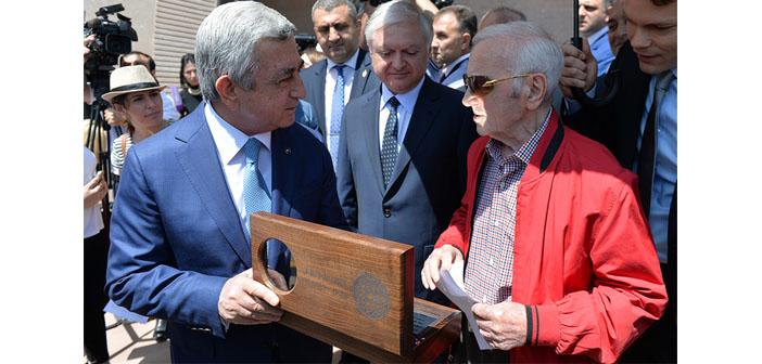 Aznavour Ev-Müzesi Yerevan'da açıldı