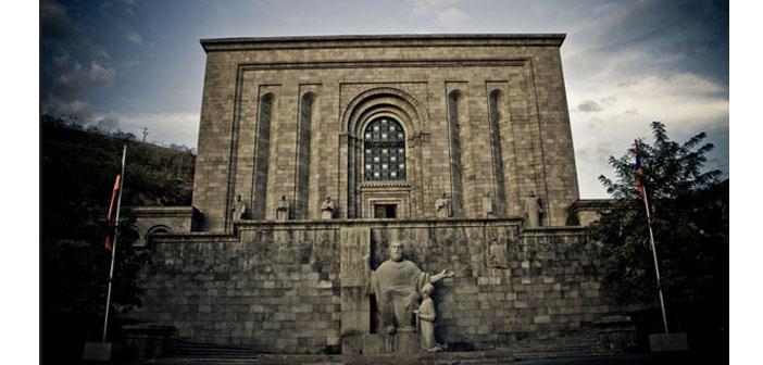 Yunan klasiklerinin Ermenice ile macerasına dair