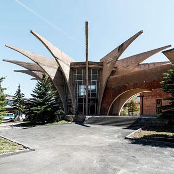Sovyet Ermenistan'ından büyüleyici mimari eserler