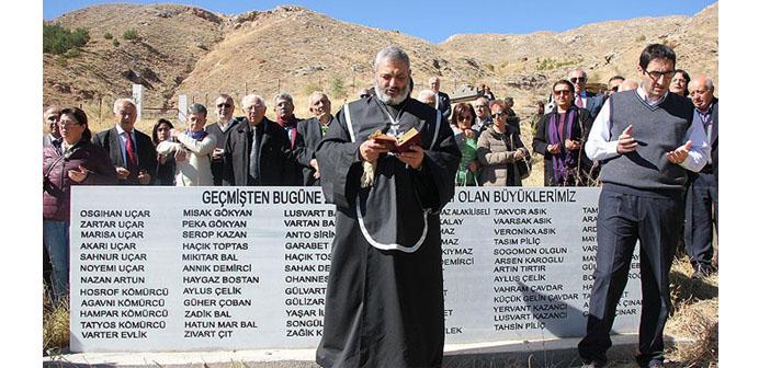 Zara'daki Ermeni mezarlığı dualarla ziyaret edildi
