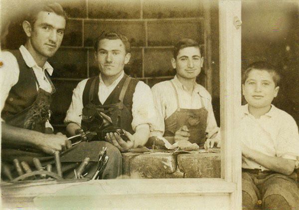 Soldan sağa; Setrak Erbal, Mınasagan Lord, Garbis Kuyumcu ve Şant Kuyumcu