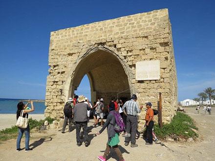 Zochrot, eski Filistin köylerine, o köylerde yaşamış olan mültecilerle birlikte turlar düzenliyor.