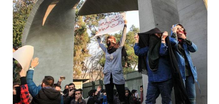 İran'daki protestolar: Hayatını kaybedenlerin sayısı en az 22