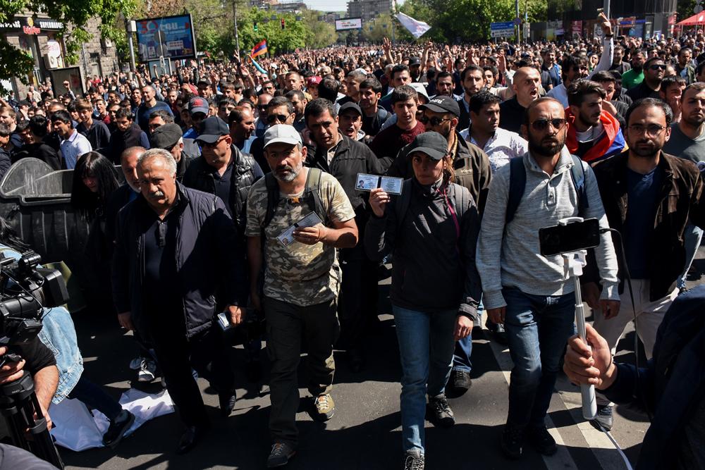 Ermenistan Parlamentosu Başbakan seçiyor, protestolar dinmiyor