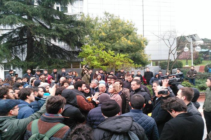 Akademisyenlerden Boğaziçili öğrencilerin gözaltına alınmasını kınayan mektup