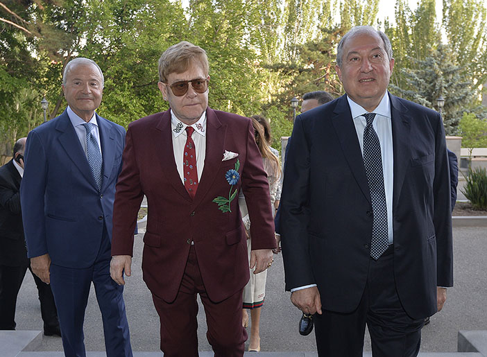 Ermenistan'da Elton John rüzgarı