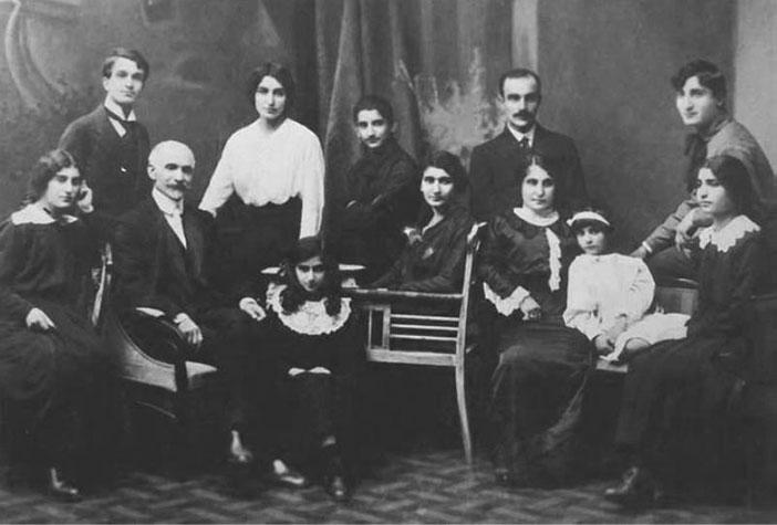 Tumanyan ailesi ile