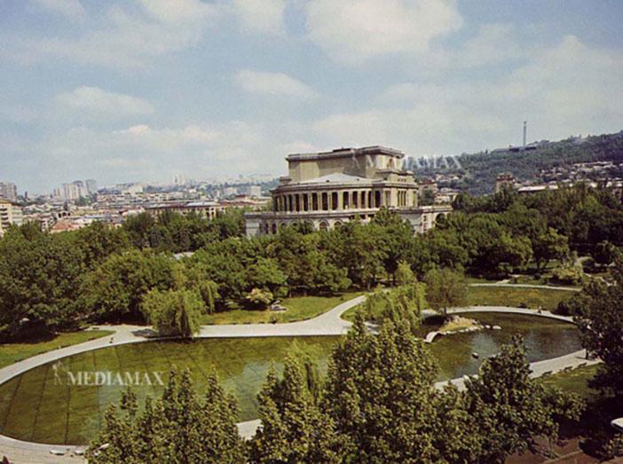 Opera Binası ve çevresinin eski hali
