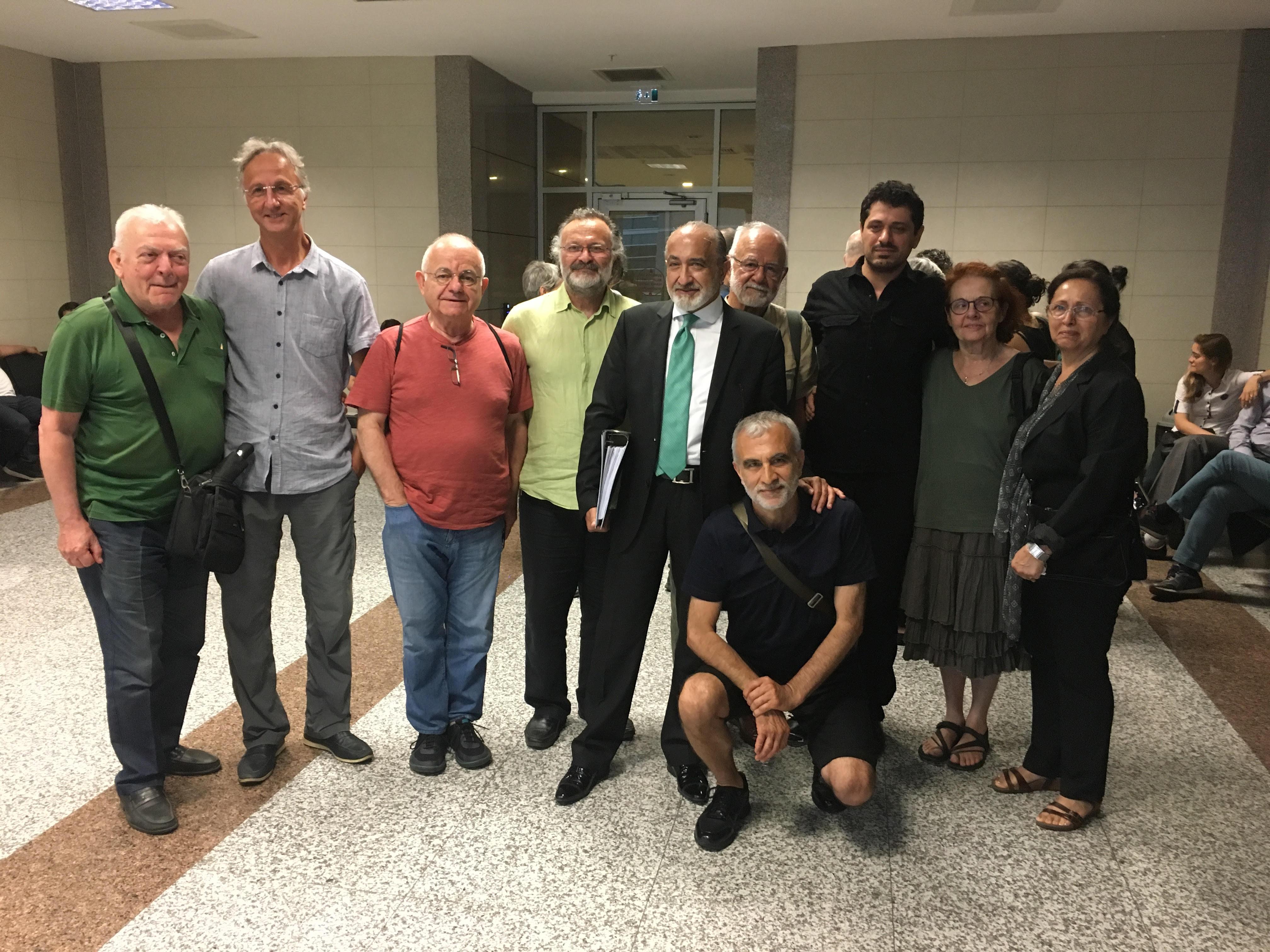 Akademisyenlere destek olan Arat Dink, hakim karşısına çıktı