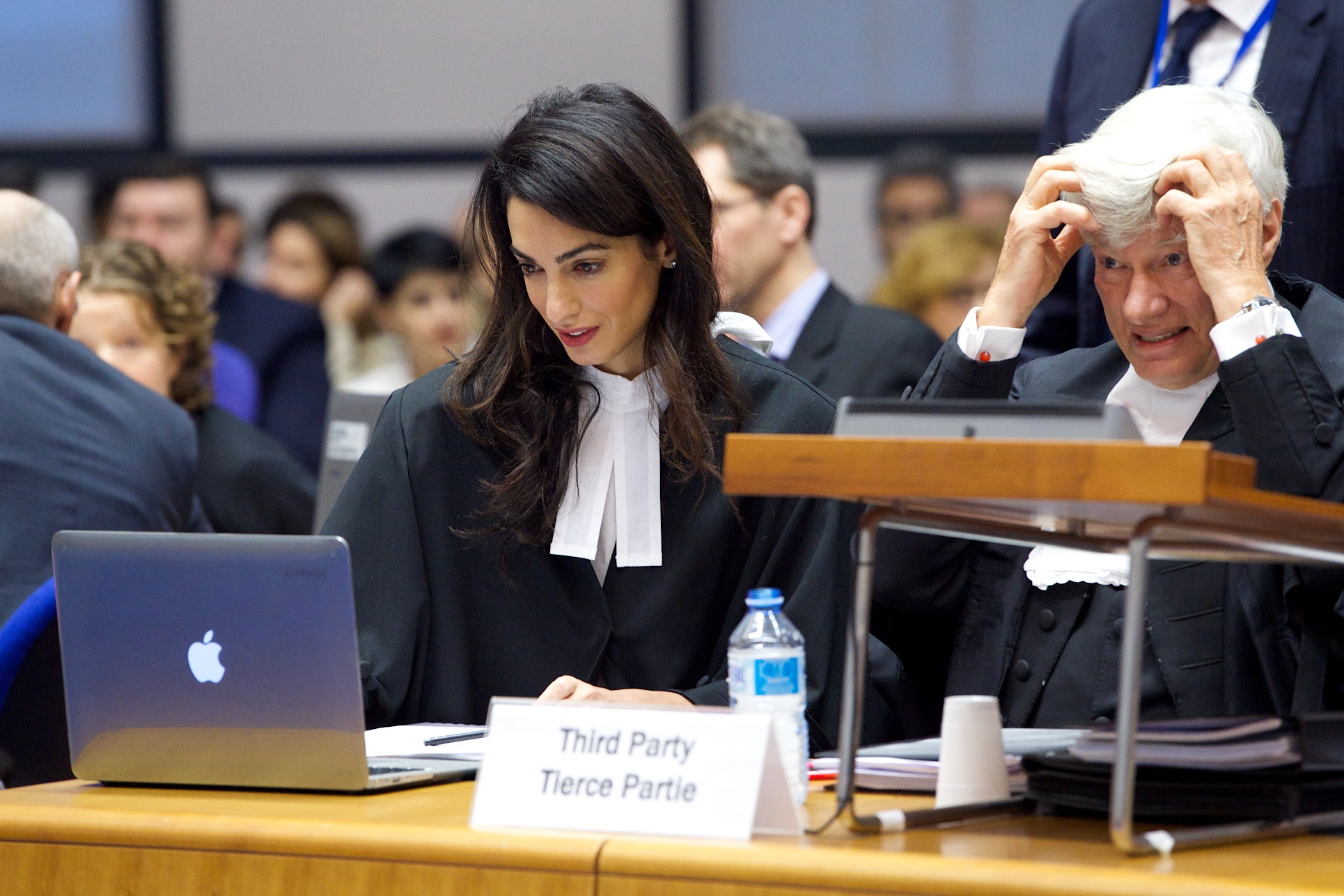 Amal Clooney ve Geoffrey Robertson QC davada Ermenistan'ı temsil etti