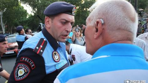 Ermenistan'da tokat atan polis görevden alındı