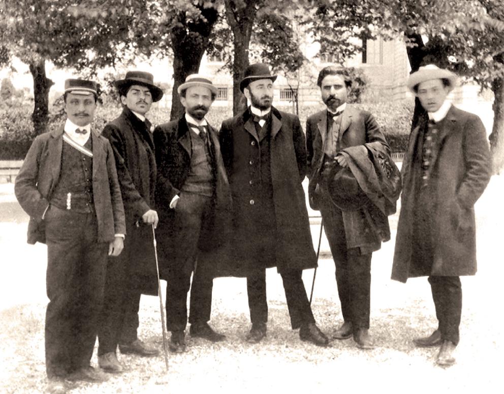 Soldan sağa: bilinmiyor, Rupen Sevag, Arşag Çobanyan, Gomidas, Kaspar İpekyan, bilinmiyor. Lozan, 1907 (komitasmuseum.am)