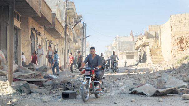 Rus ordusu İdlib'te silahlı grup liderleriyle görüşüyor