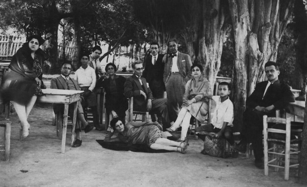 Boğos Savarş Karakaş, Jerfin ve Aram Elmas, Torkom [Çanan] ve Hosrof Emirhanyan (Üsküdar Beyleroğlu Bahçesi)