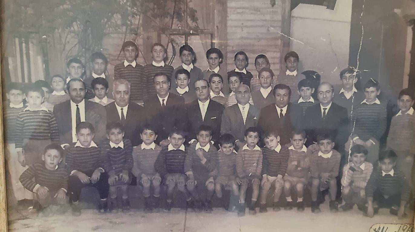 Mangants Puyn öğrencileri 1960'ların sonlarında toplu halde