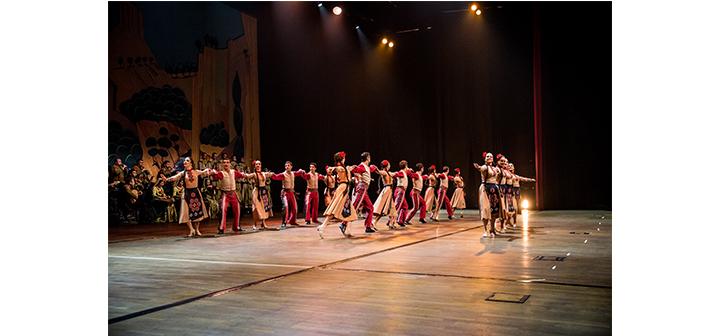 Հայկական երգ ու պարի խնջոյք Պոլսոյ բեմին վրայ