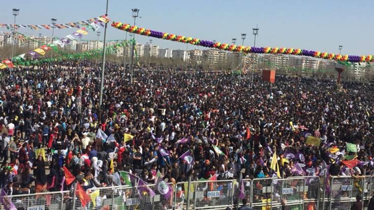 Diyarbakır'dan binler Newroz için toplandı