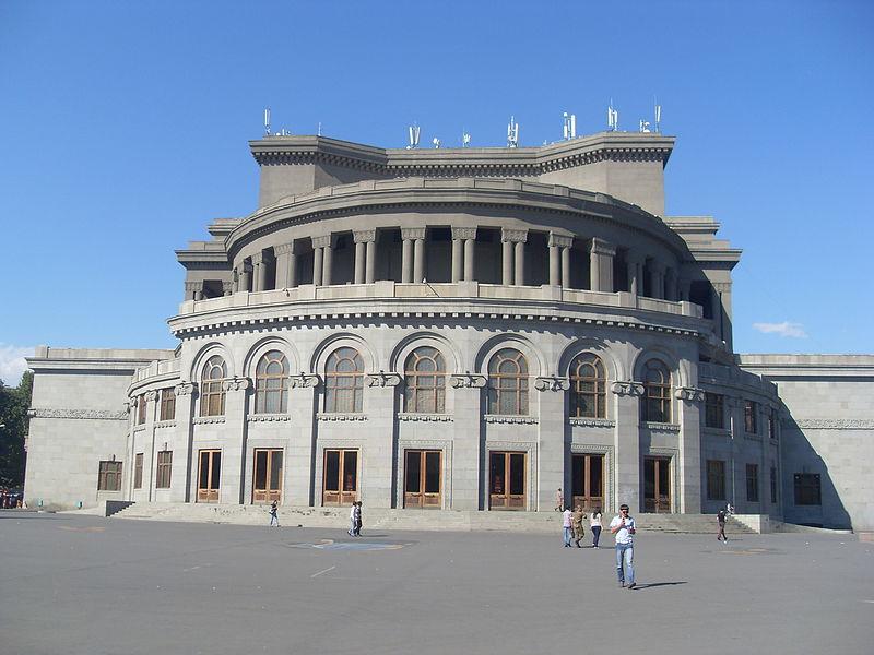 Զրոյցներ հայ թատրոնի մասին