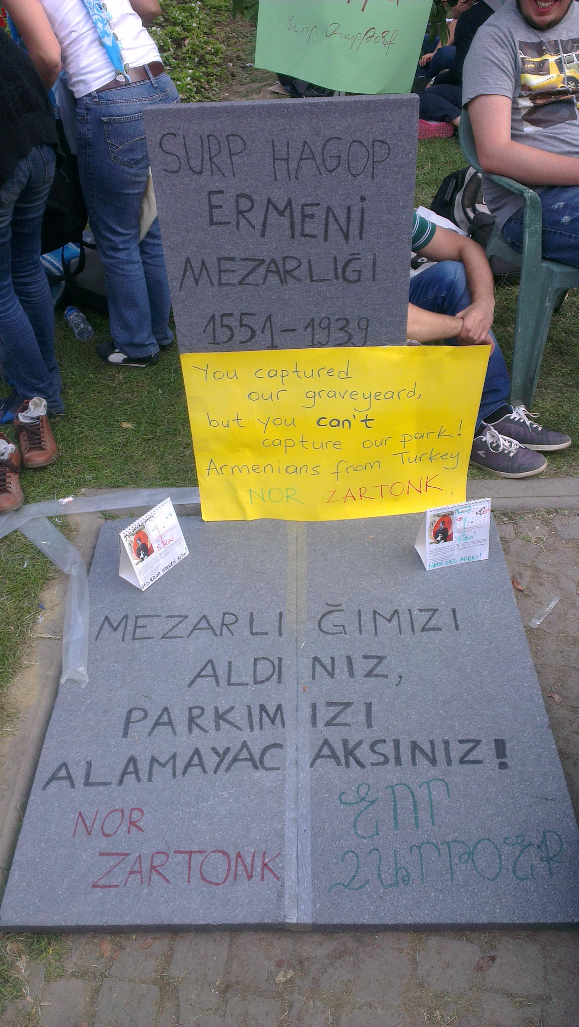Gezi Parkı  direnişi (2013) döneminden bir pankart