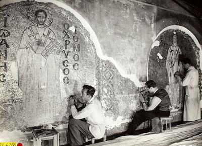 1930'larda Ayasofya'da mozaikler üzerinde gerçekleştiriler restorasyondan bir kare