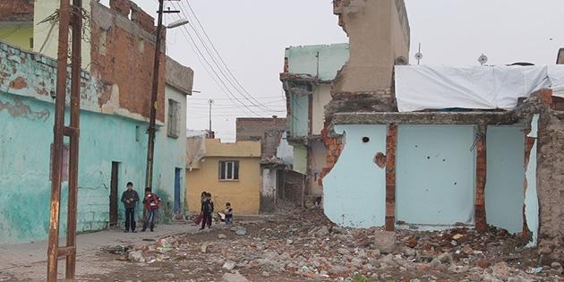 Uluslararası Af Örgütü: Yüz binlerce insan evini terk etmek zorunda kaldı