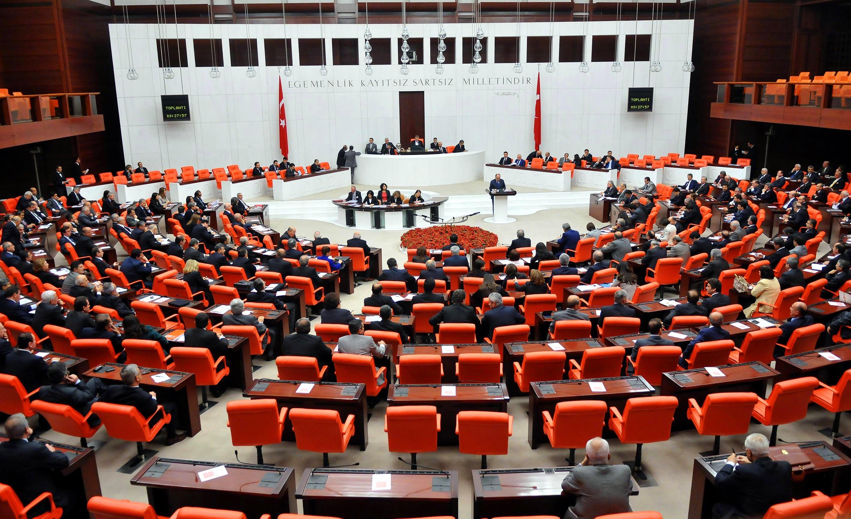2 HDP'li , 1 CHP'li milletvekilinin vekillikleri düşürüldü