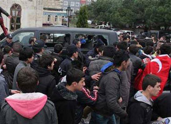 Sinop'ta BDP'lilere linç girişimi