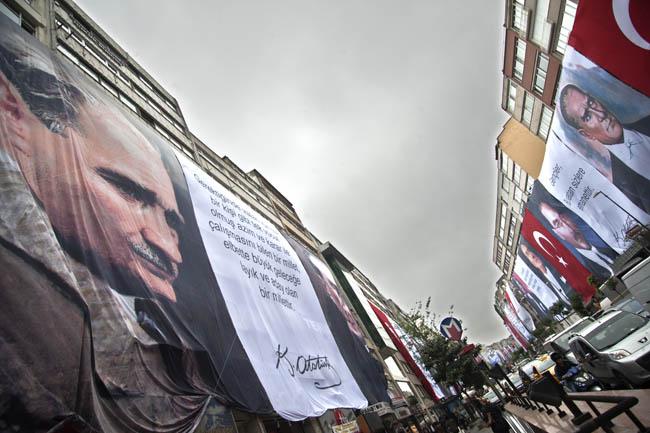 Şişli yine bayrak ve posterlerle donandı!