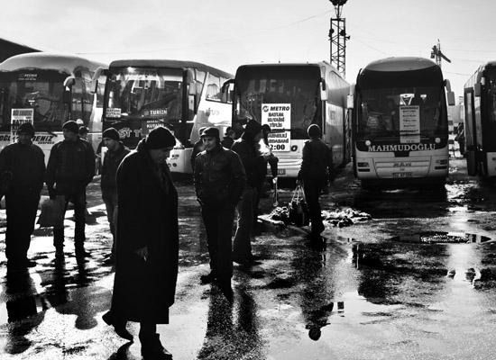Yabancılar Otogarı'ndan insan manzaraları