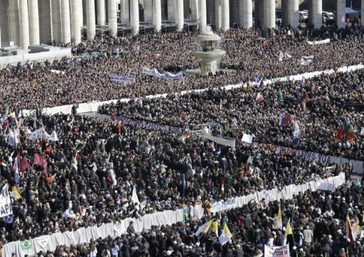 Papa Vatikan'a veda etti