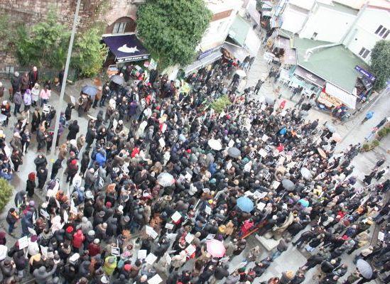 Samatya'da, saldırıları protesto için yürüyüş yapıldı