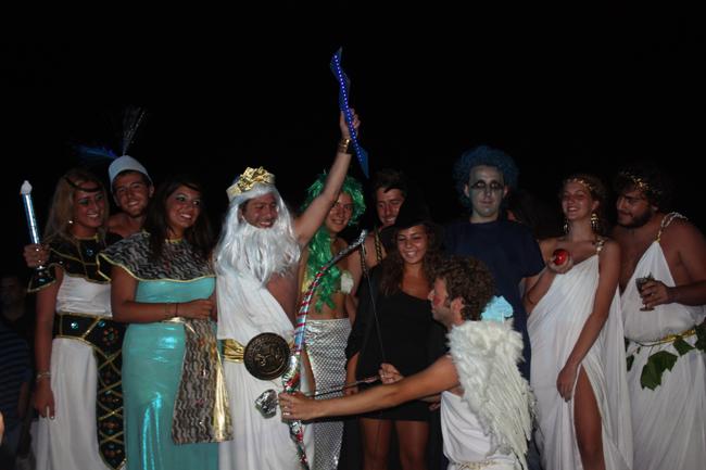 Kınalıada'da maskeli eğlence