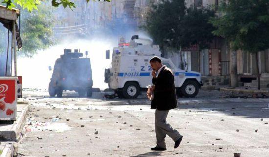 Diyarbakır'da açlık grevine destek eylemine polis müdahale etti