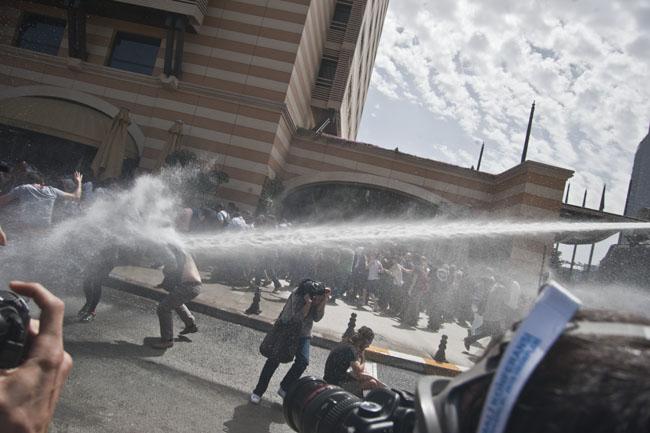 Taksim'de polisten ikinci saldırı