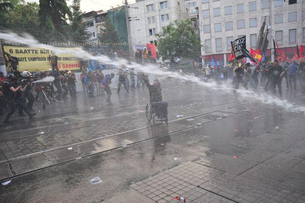 Taksim'de Soma protestosuna polis müdahalesi