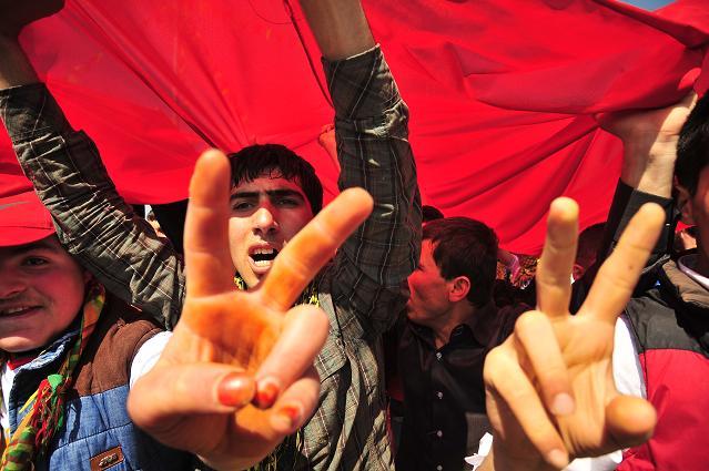 Tarihi Diyarbakır Newroz'undan kareler
